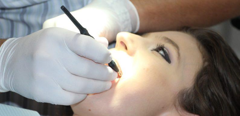 Dbaj o zęby u profesjonalnego dentysty